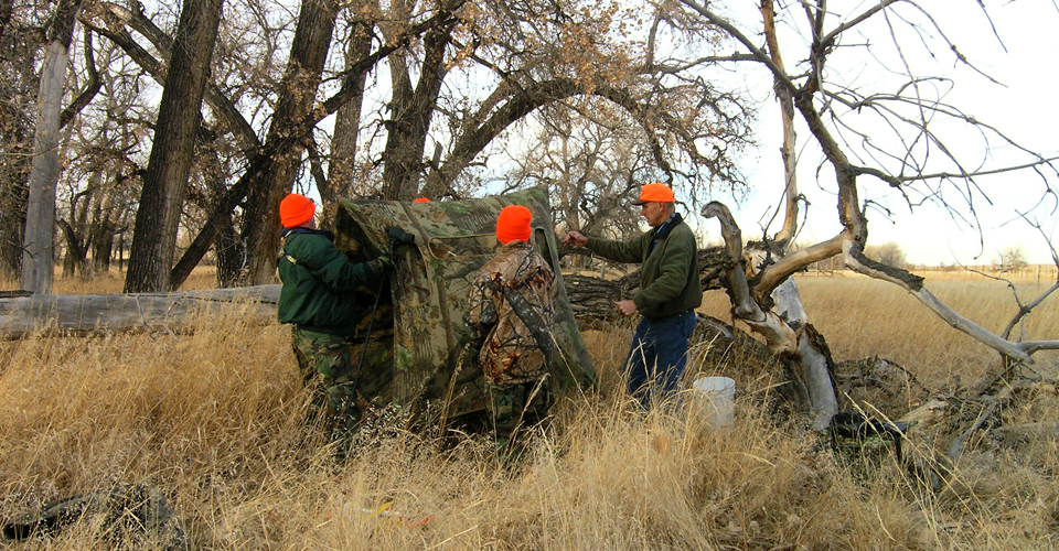 Youth Hunters and mentor build a blind