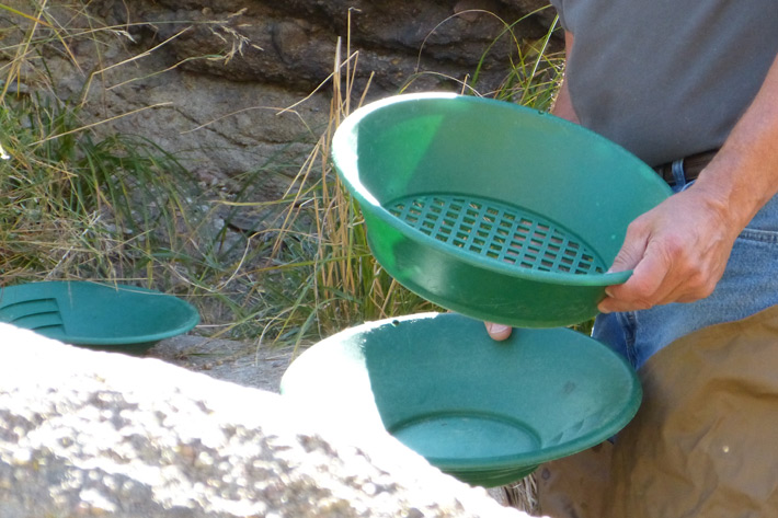 green sifting pans