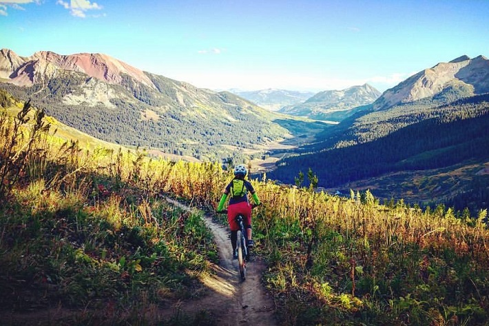 Crested Butte trail rider.  Dinno Domingo rider: Caren Villaroman.