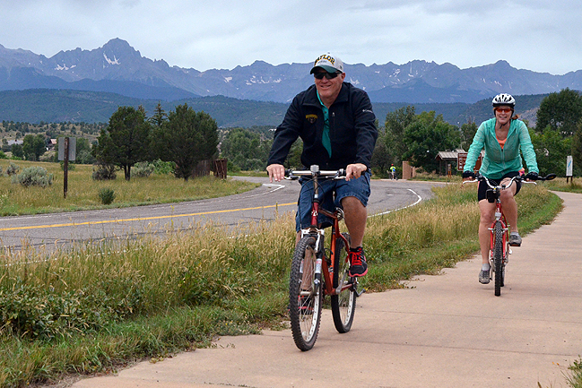 A family riding the Ridgway State Park paved trails into town.