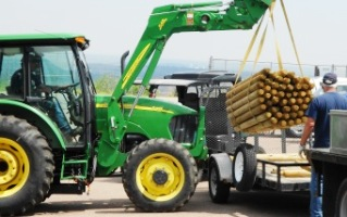 Loading fence posts