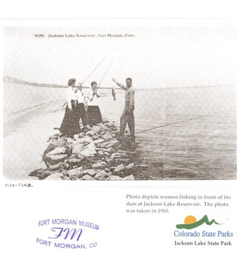Women fishing circa de 1910